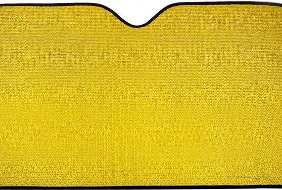 quitasol automóvil fondo amarillo